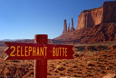 Elephant Butte sign and mountain (Monument Valley)