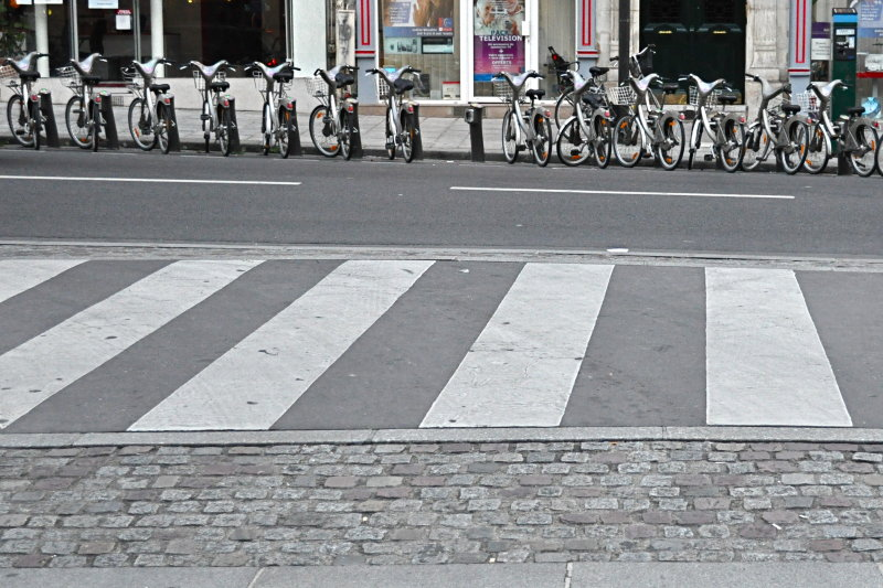 Line of Bikes, Lines in the Street
