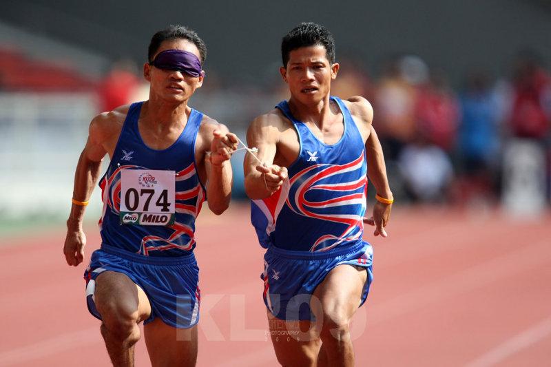 Thailands Kitsana Jorchuy (074) winning the Mens 100m T11 race (1CWS1424.jpg)