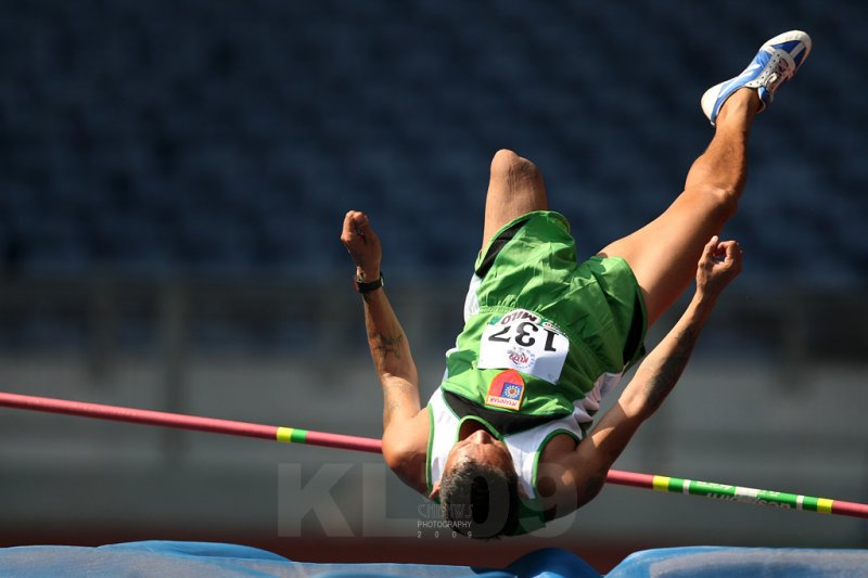 Amputee at high jump