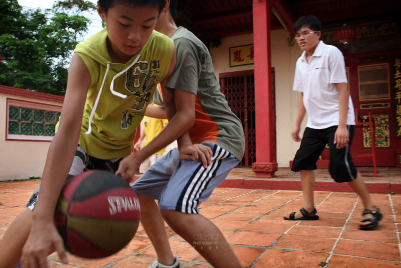 Basketball : dribble in the temple