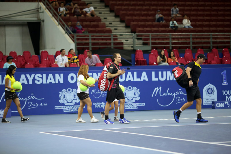 Doubles final : Alexander Peya (cap) and Bruno Soares enter the court
