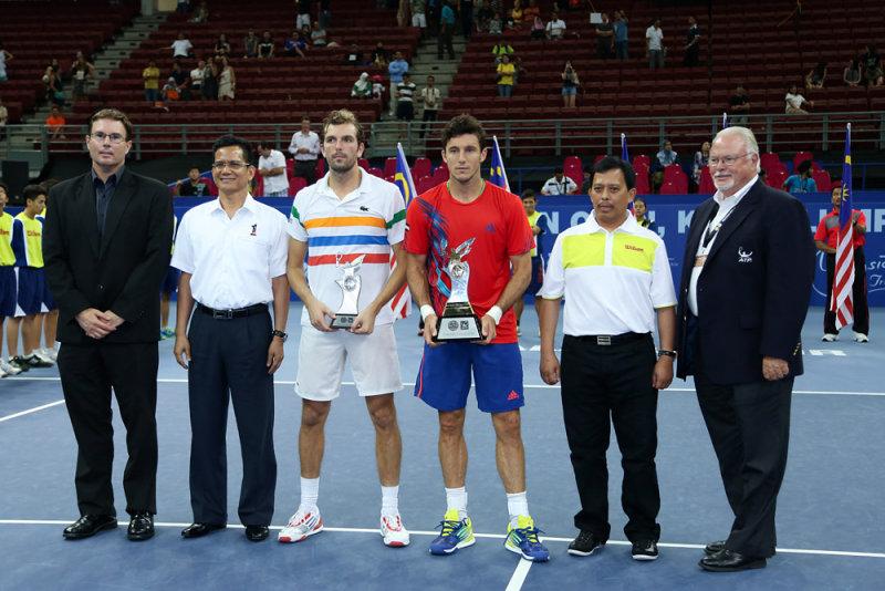 Singles trophy presentation