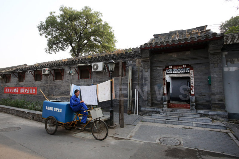 Street sweeper, hutong in Beijing
