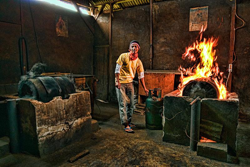Roasting coffee beans, Sumatera, Indonesia
