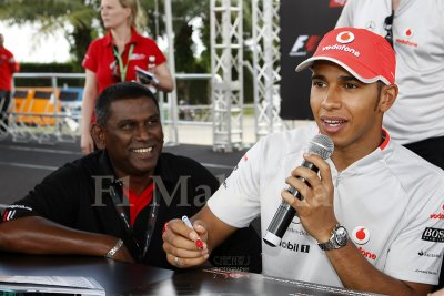 Lewis Hamilton at autograph session
