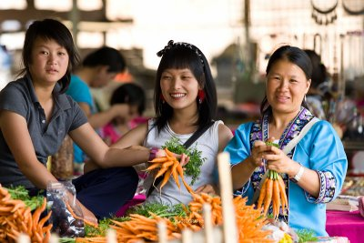 Hmong mother and daughters