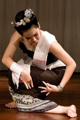 Silk reeling dance