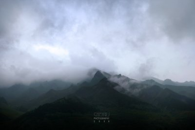 Rain clouds and the mist (CWS8627)