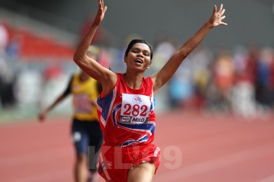KUALA LUMPUR - AUGUST 15: Visually impaired paralympic athlete Phimnara Piamthanakankun from Thailand wins the 100m race at the