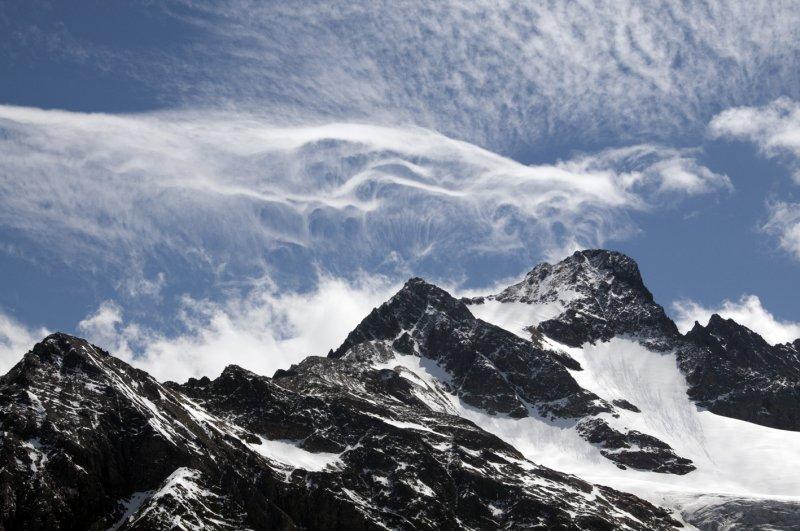 Wild clouds above Susten