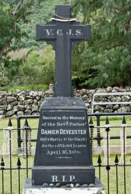 C0506 Grave of Father Damien