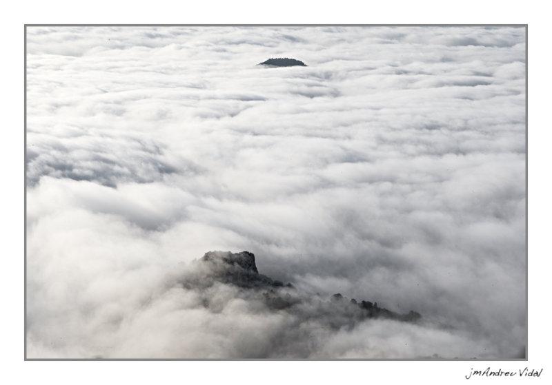 Mar de núvols a la vall de la Pobla de Bemifassà.(Baix Maestrat - Castelló)