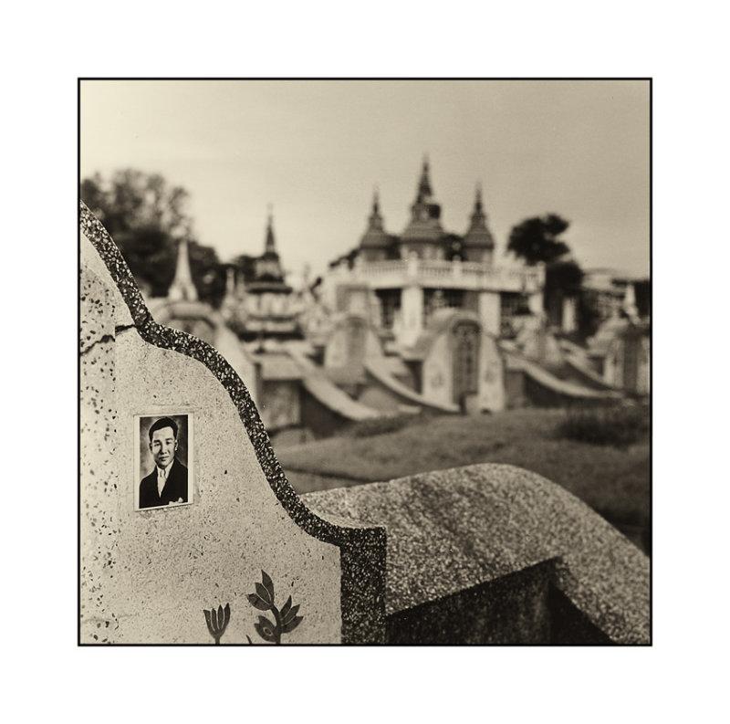chinese-cemetery.jpg
