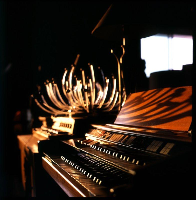 Symphony in sunlight for harmonium and lightfitting
