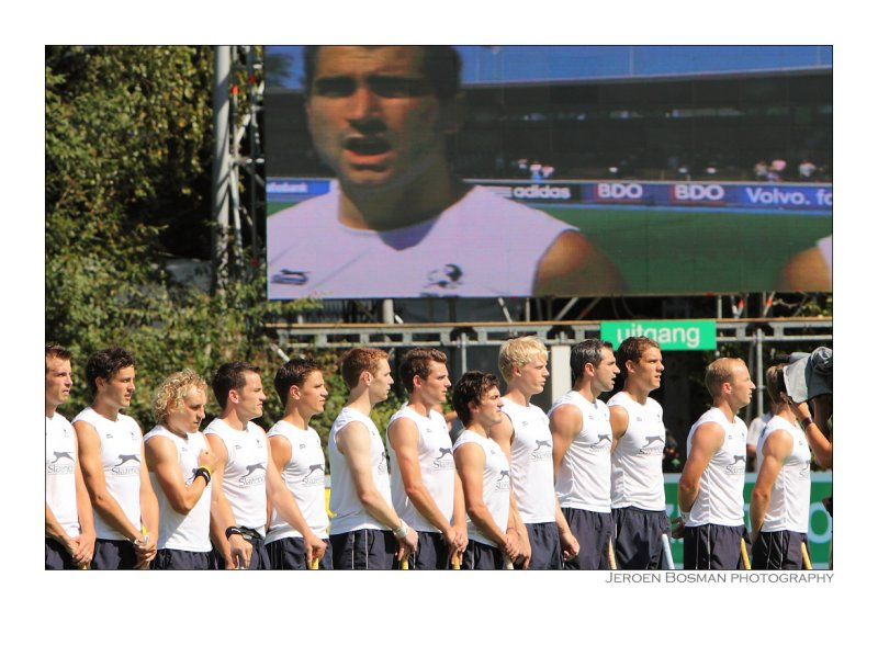 Englands hockey team during the national anthem