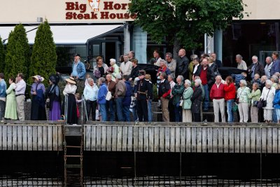 People are waiting for the Steam Boat