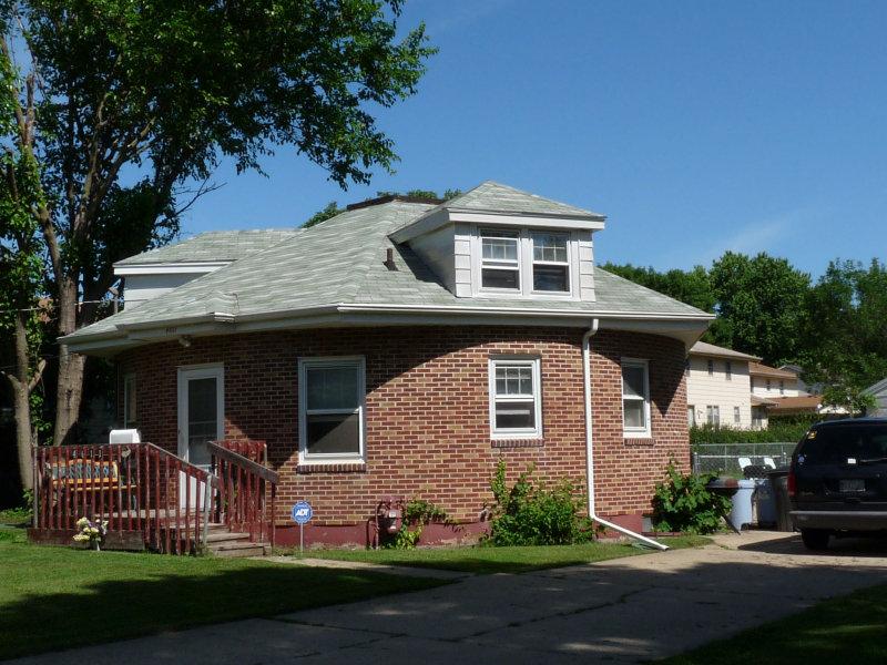 Round house 4611 Franklin.jpg