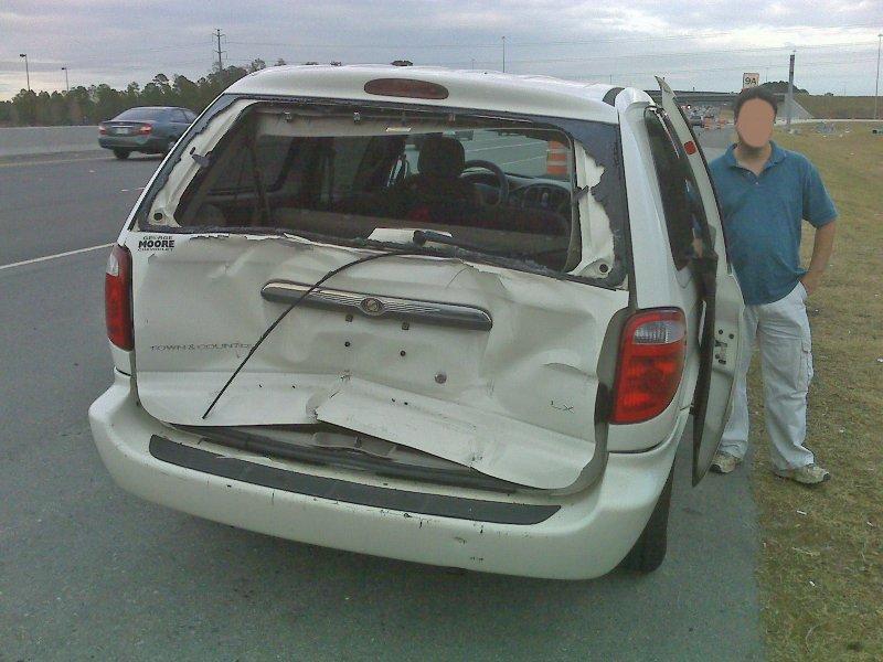 Minivan hatch is toast.jpg