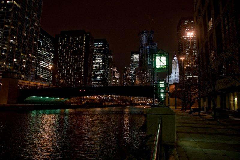 Chicago river walkway