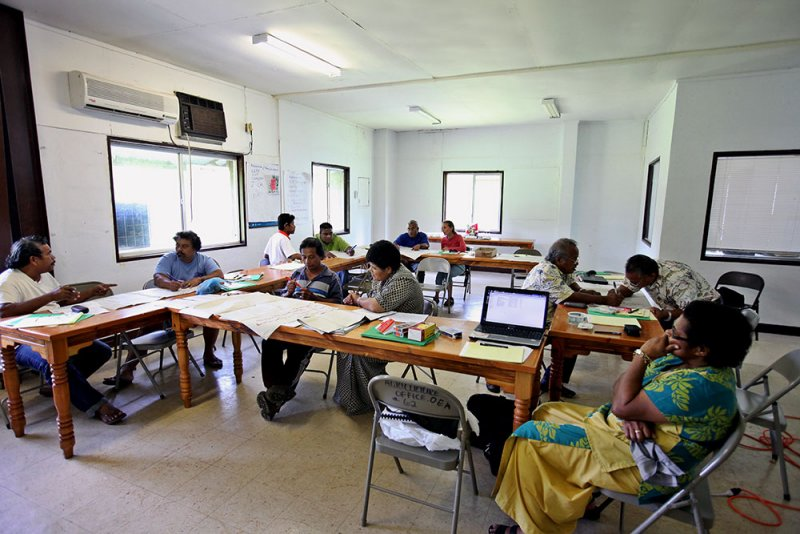 Working together in groups to discuss issues in conventional and organic farming. IMG_5433.jpg