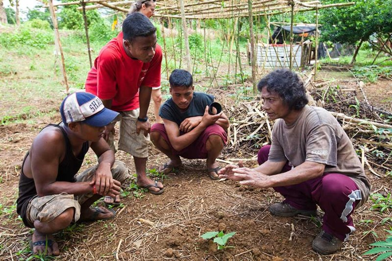 Discussing planting. IMG_0039.jpg