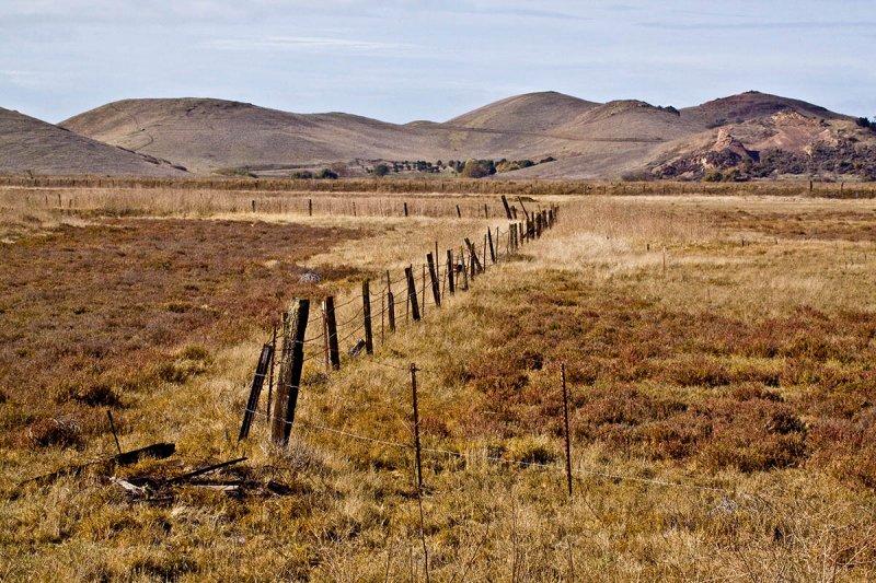Old fence, older hills_MG_4993.jpg