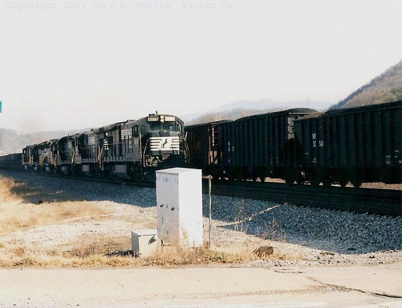 Two trains meeting at Vicker Va.jpg