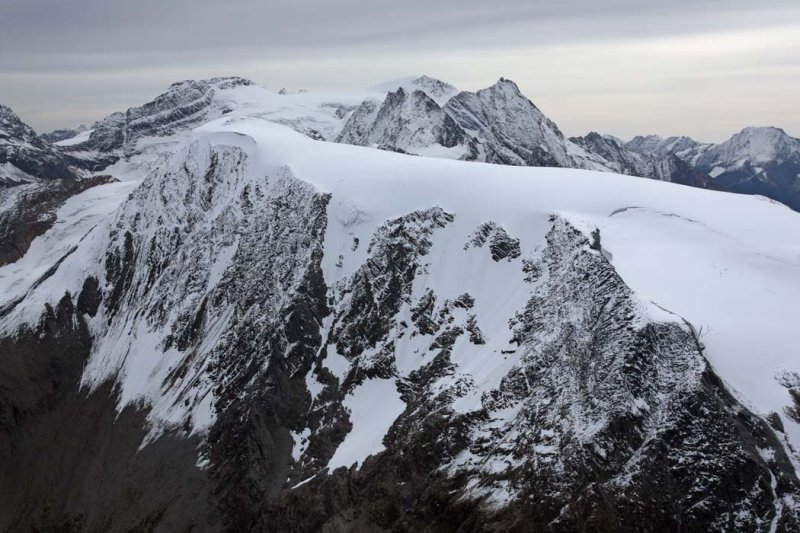 Glacier Dome (Foreground) & The Commander Group, View SE <br> (FarnhamGp090808-_296adj.jpg)