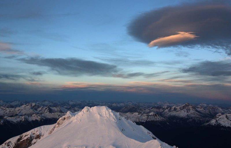 Glacier Peak, Upper SW Slopes, View NE <br> (GlacierPk111708-_120.jpg)