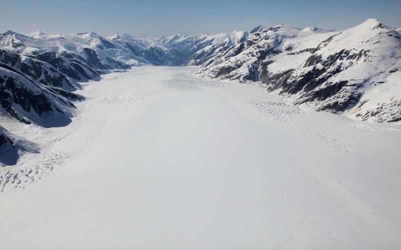 South Sawyer Glacier, View NW <br> (StikinePM042909--_051.jpg)