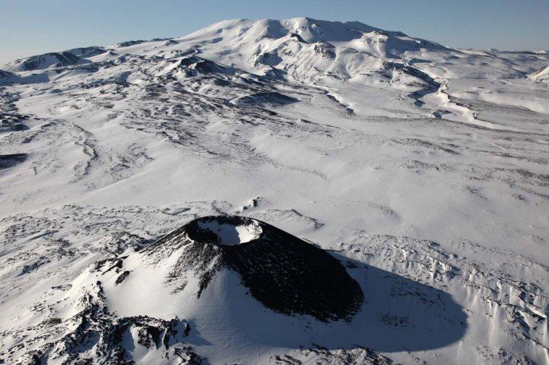 Mt Edziza & Eve Cone <br> (Edziza042909--_028.jpg)