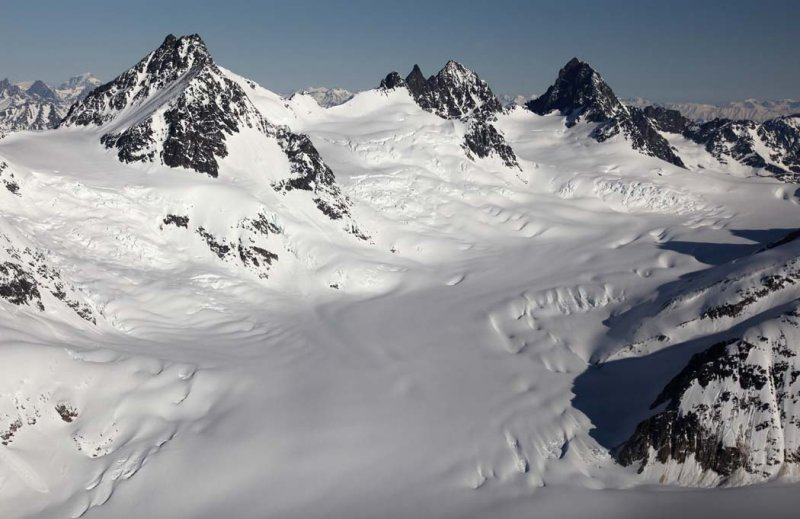 Dokdaon Pk (L) & Upper Scud Glacier, View N/NW <br> (AndreiScud042909--_036.jpg)