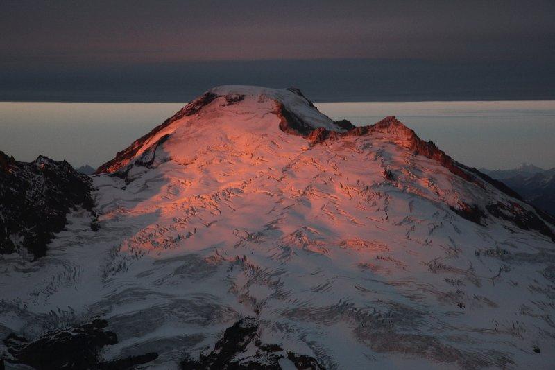 Alpenglow Reflected On Cloudcap <br> (MtBaker100909-113adj.jpg)