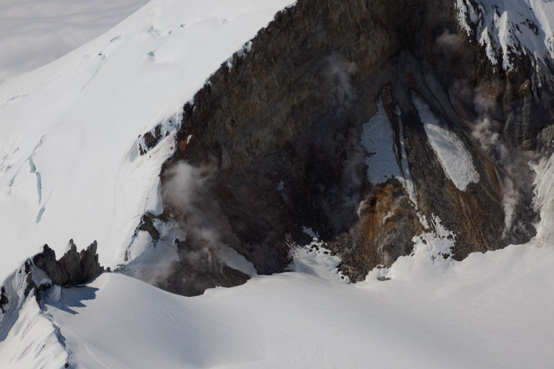 Western Fumaroles <br> (MtBaker070310-086adj.jpg)