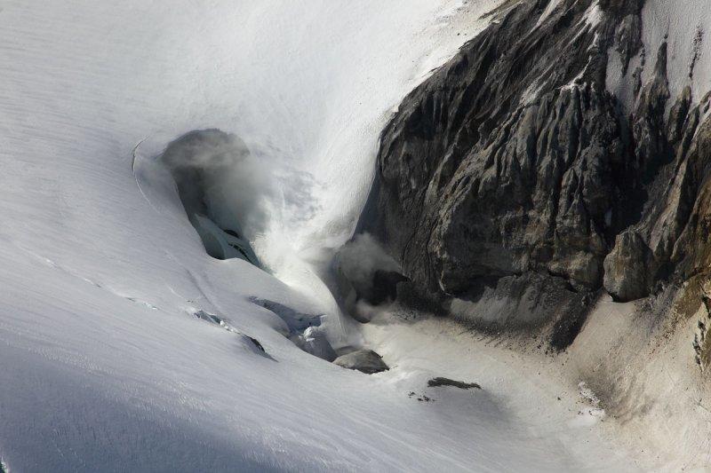 Sulphur Cone Fumaroles <br> (MtBaker070310-070adj.jpg)