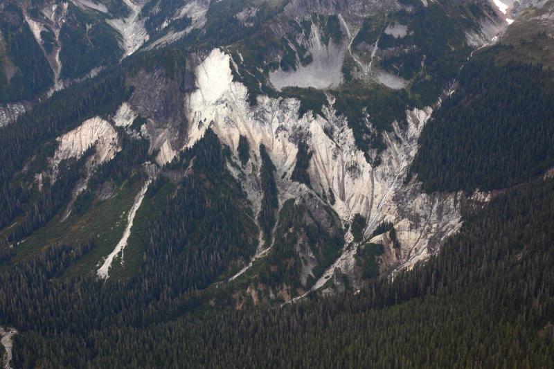 Kulshan Caldera:  Intracaldera Ignimbrite <br> (MtFlight2-092210-14adj.jpg)
