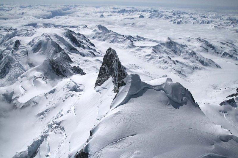Waddington, View S Across Summit Tower To Whitemantle Range <br> (Waddington2-050908-_123.jpg)