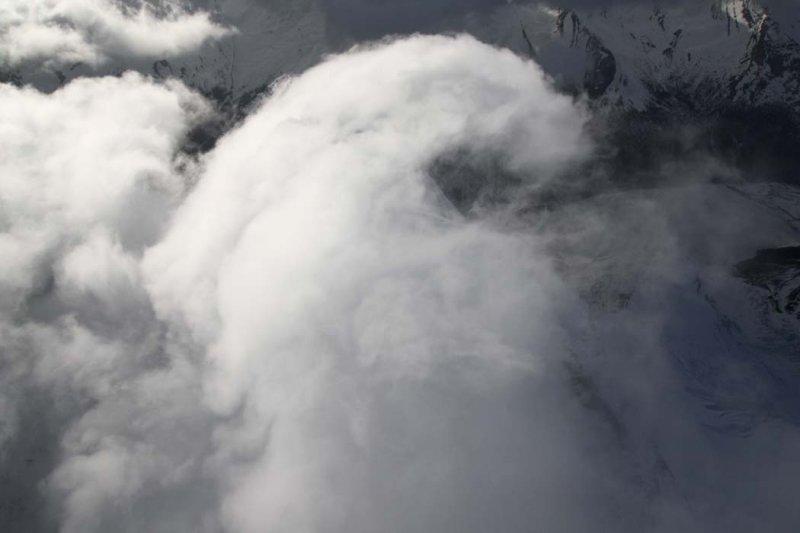 Robson: Wind-Driven Summit Clouds <br> (Robson051508-_781.jpg)