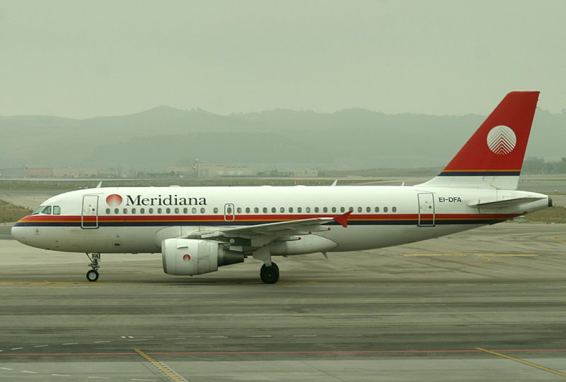 Meridiana A-319 taxi to its gate, MAD, Jan 2009
