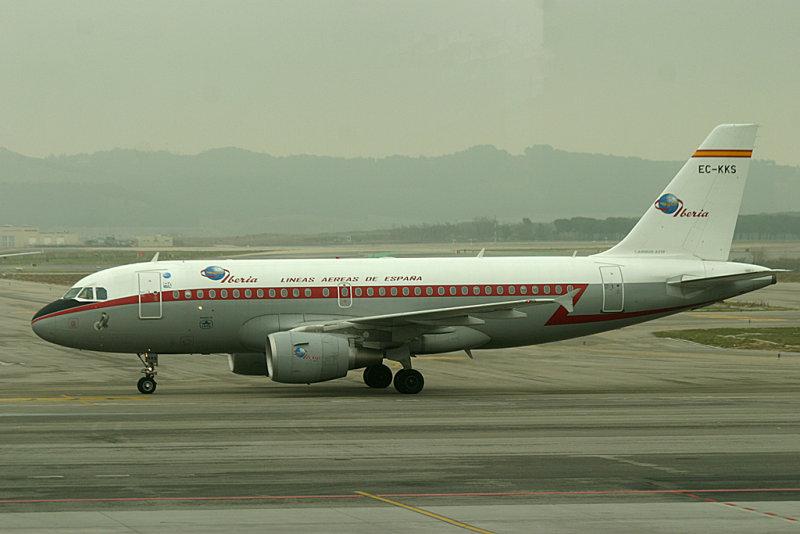 Iberias A-319 in retro colour scheme