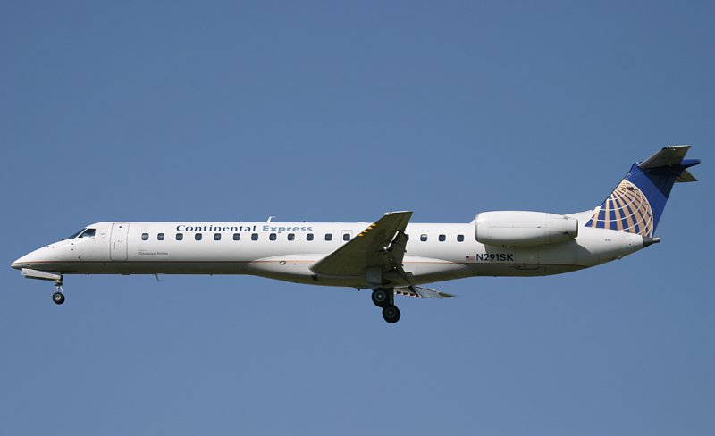 CO ERJ moments from touching down on PHL RWY 27R