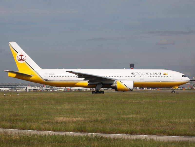 Boeing 777-200  V8-BLB