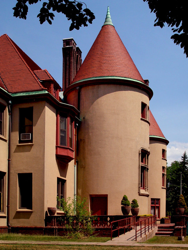 Coindre Hall, Huntington