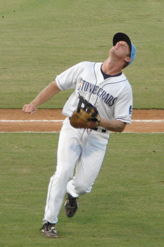 Shawn Williams makes the catch in foul territory