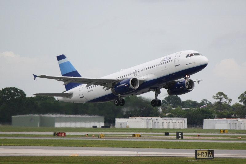 Airbus A320 (N517JB) Blue Moon