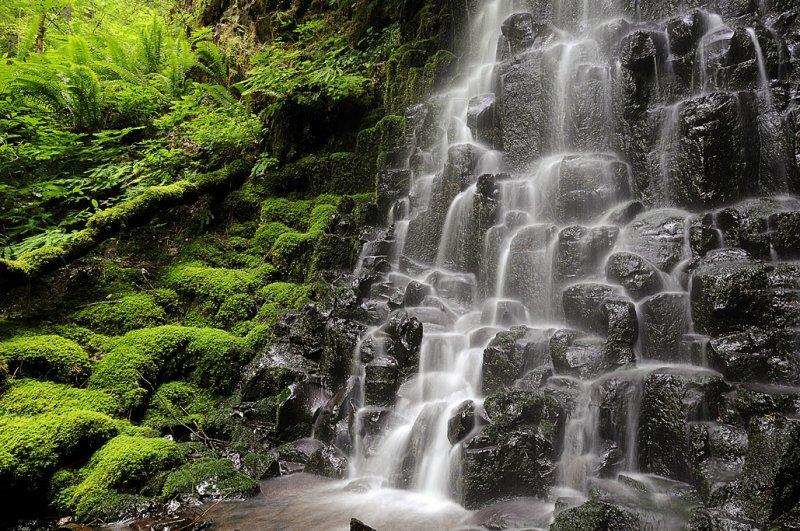 Murna Creek Waterfall
