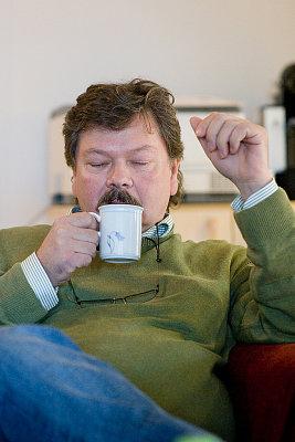 Halvtre. Tid for kaffe & øll på kontoret.