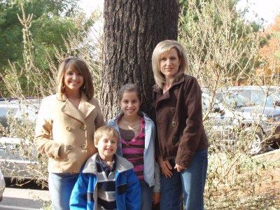 Wendi with Children- Dusti, Brooke & Ian