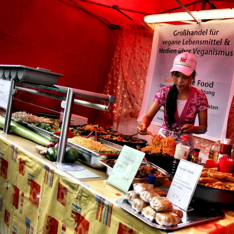 Chinese food stall offers vegan food